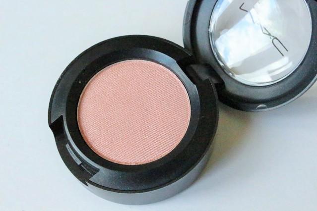 mac-is-beauty-eyeshadow-bouffant-review