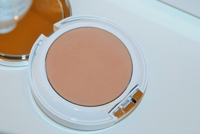 clinique-beyond-perfecting-powder-foundation-concealer-review-2