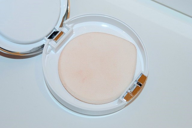 clinique-beyond-perfecting-powder-foundation-concealer-review-3