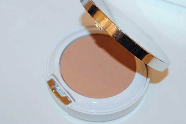 clinique-beyond-perfecting-powder-foundation-concealer-review