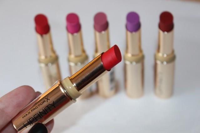 max-factor-lipfinity-long-lasting-lipstick-review-3
