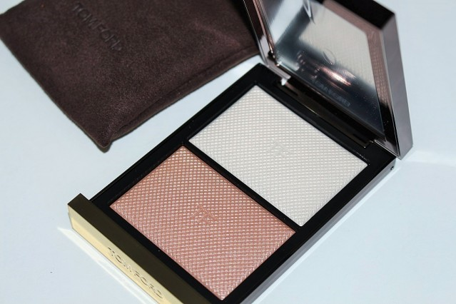 tom-ford-skin-illuminating-powder-duo-moodlight-review-swatches