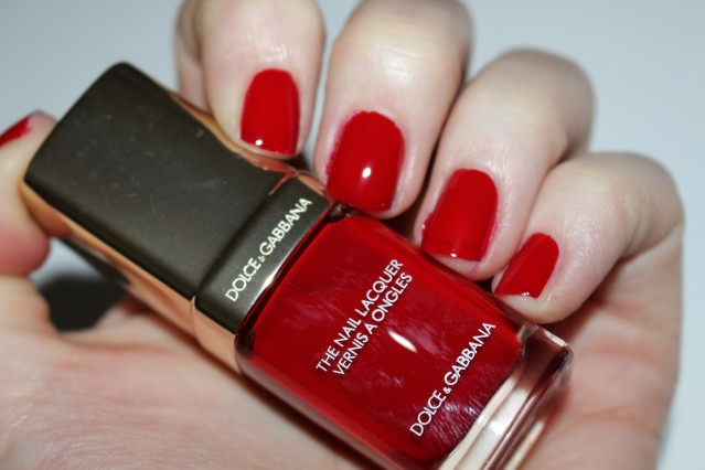 dolce-and-gabbana-fall-2015-nail-swatch-red-royal