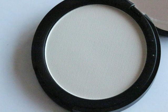 amazing-cosmetics-velvet-mineral-powder-set-review-2