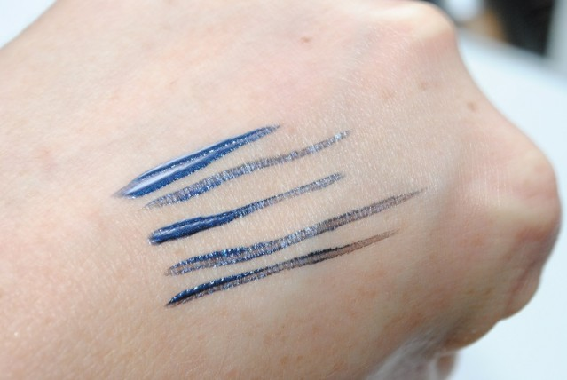 kiko-rebel-romantic-liquid-intense-eyeliner-swatch-03