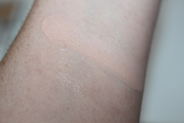 charlotte-tilbury-mini-miracle-eye-wand-swatch
