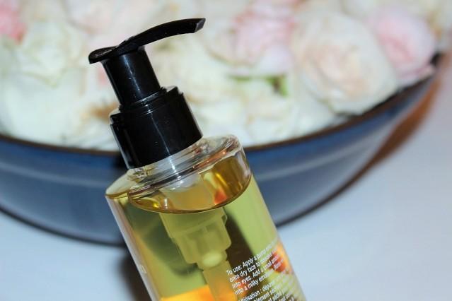 elizabeth-arden-ceramide-replenishing-cleansing-oil-review-3