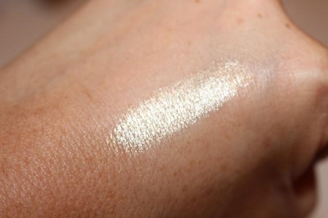 kiko-midnight-siren-moon-shadow-water-infused-eyeshadow-swatch-01-gold-glamour