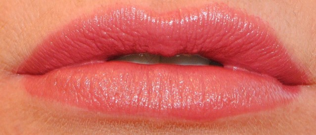 rimmel-the-only-1-lipstick-swatches-200-it's-a-keeper