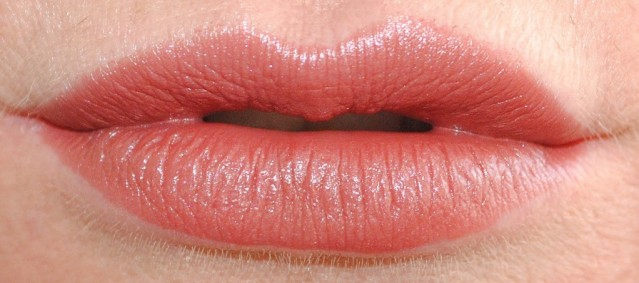 rimmel-the-only-1-lipstick-swatches-710-easy-does-it