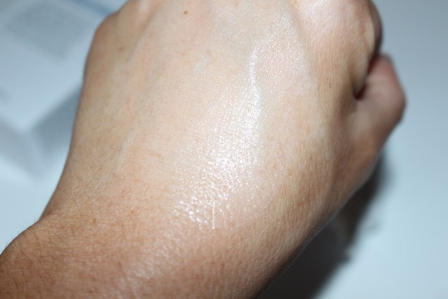 stop-&-wow-instant-skin-perfector-swatch-2