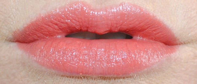 mac-guo-pei-lipstick-swatch-ethereal-orchid-2