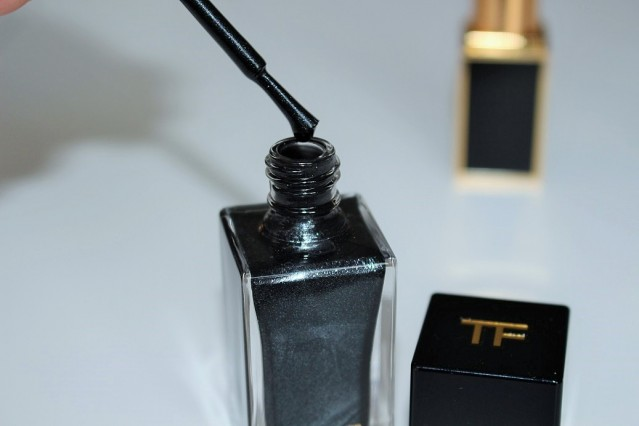 tom-ford-noir-color-collection-nail-black-onyx-review-2