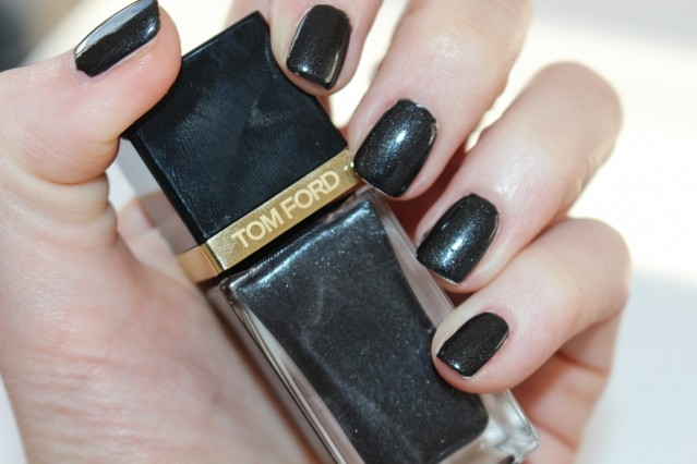 tom-ford-noir-color-collection-nail-black-onyx-swatch