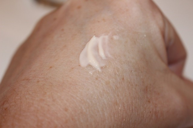 charlotte-tilbury-magic-eye-rescue-eye-cream-review-3