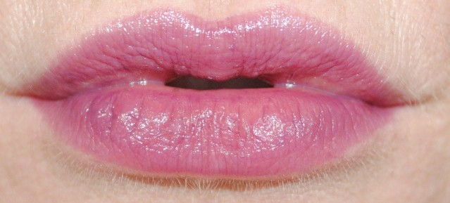 mac-berry-black-friday-patentpolish-lip-pencil-swatch-2