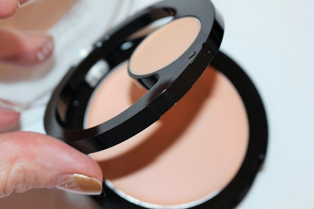 revlon-colorstay-2-in-1-compact-makeup-concealer-review-3