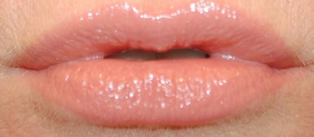 givenchy-rouge-interdit-vinyl-lipstick-swatch-02-beige-indecent