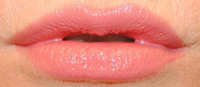givenchy-rouge-interdit-vinyl-lipstick-swatch-04-rose-tentateur