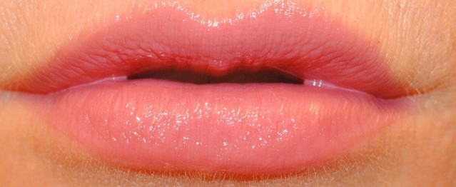 givenchy-rouge-interdit-vinyl-lipstick-swatch-14-violine-troublant