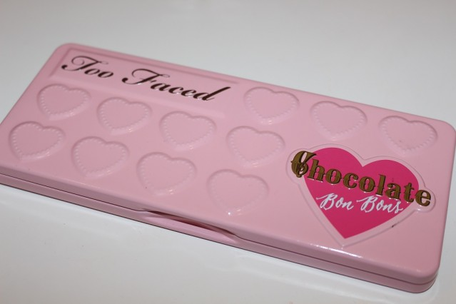 too-faced-chocolate-bon-bons-eyeshadow-palette-review