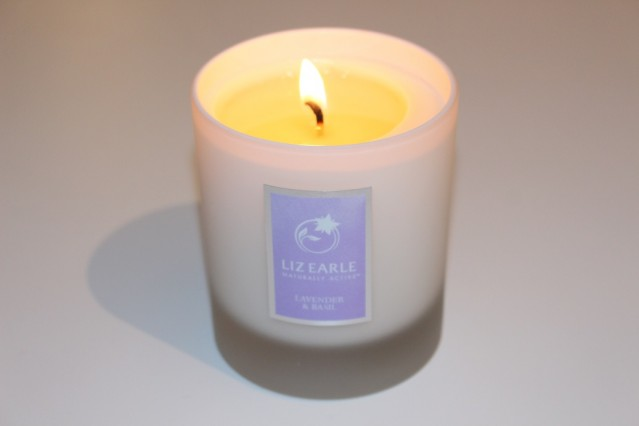 liz-earle-lavender-and-basil-candle-review-2