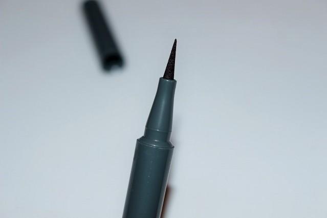 mac-zac-posen-review-fluidline-retro-black