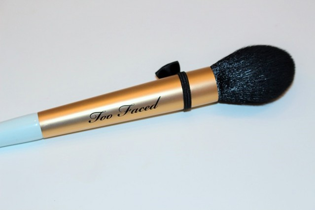 too-faced-mr-right-perfect-powder-brush-review-6