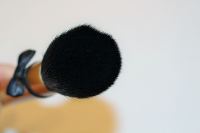 too-faced-mr-right-perfect-powder-brush-review-7