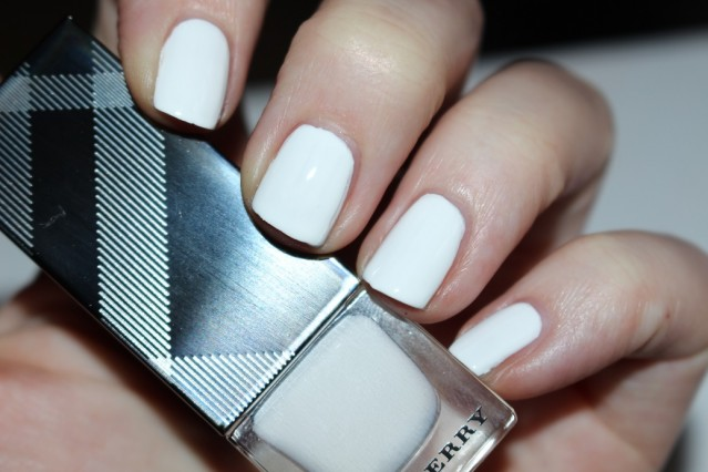 burberry-spring-summer-2016-nails-optic-white-swatch