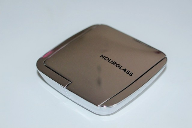 hourglass-ambient-strobe-lighting-powder-brilliant-review