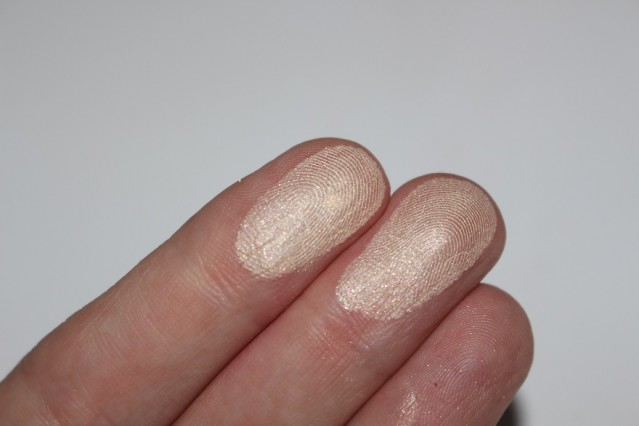 hourglass-ambient-strobe-lighting-powder-brilliant-swatch