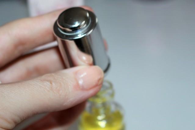 melvita-rose+-rejuvenating-light-oil-review-3