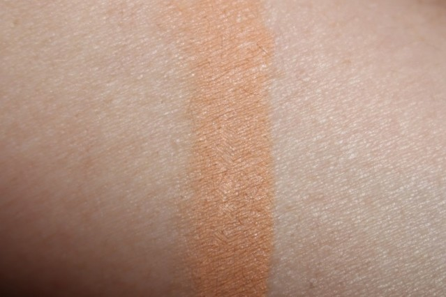 bareminerals-blemish-remedy-concealer-swatch-medium