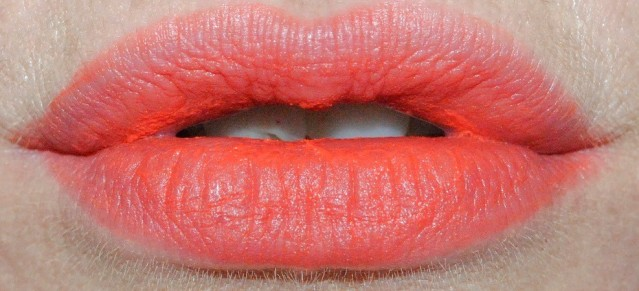 bourjois-rouge-edition-souffle-de-velvet-swatch-01-orangelique