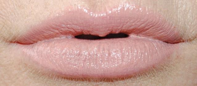 Charlotte Tilbury Kim K.W. Lipstick swatch