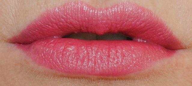 clinique-kiss-the-bride-swatch-i-do