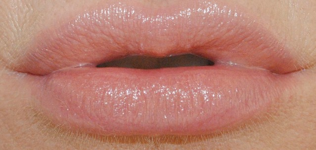 Rimmel Moisture Renew Sheer & Shine Lipstick swatch