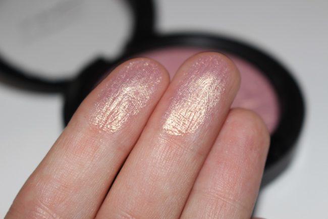 MAC In The Spotlight Beaming Blush Extra Dimension Skinfinish