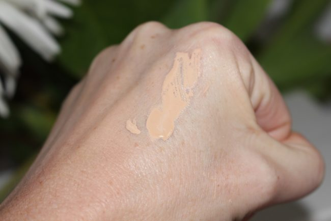 Benefit POREfessional Pore Minimizing Makeup Swatch - Light
