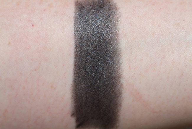 L'Oreal Matte Addiction Lipstick Swatch 900