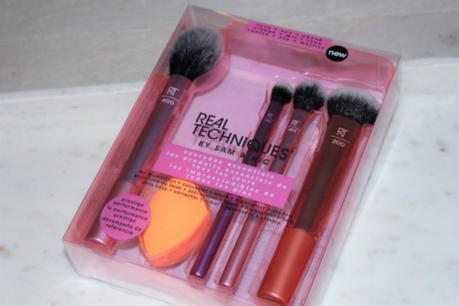 Best Christmas Makeup Brush Sets 2018 - Real Techniques Everyday Essentials