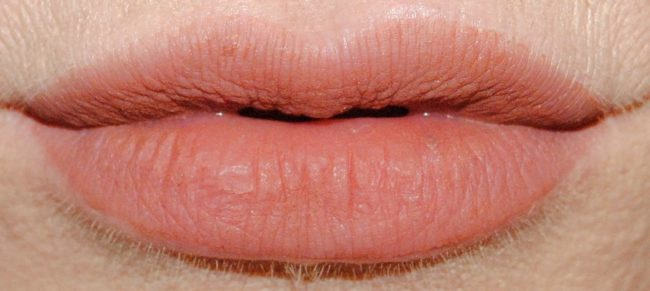 Guerlain lipstick la petite robe noir
