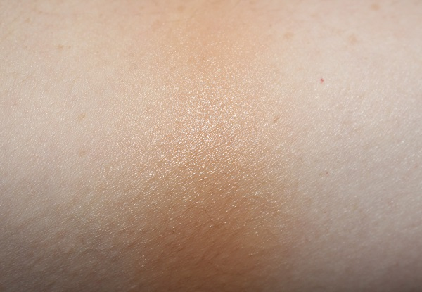 Ivory Hyaluronic Airbrush Foundation Swatch