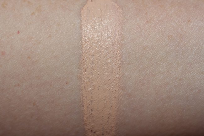 IT Cosmetics Oil Free Matte SPF 40 Swatch Fair Light