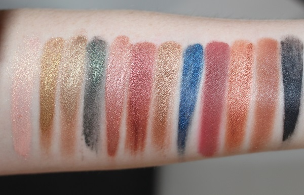 Charlotte Tilbury The Icon Palette Swatches (wet)