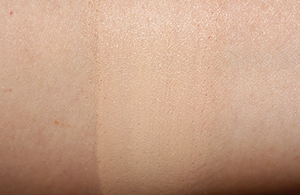 NARS Natural Radiant Longwear Cushion Swatch Deauville
